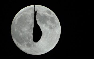maior lua na noite de San Juan, em Barcelona