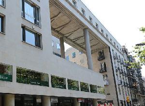 Ett stort museum av iberisk skinka i Barcelona Ramblas