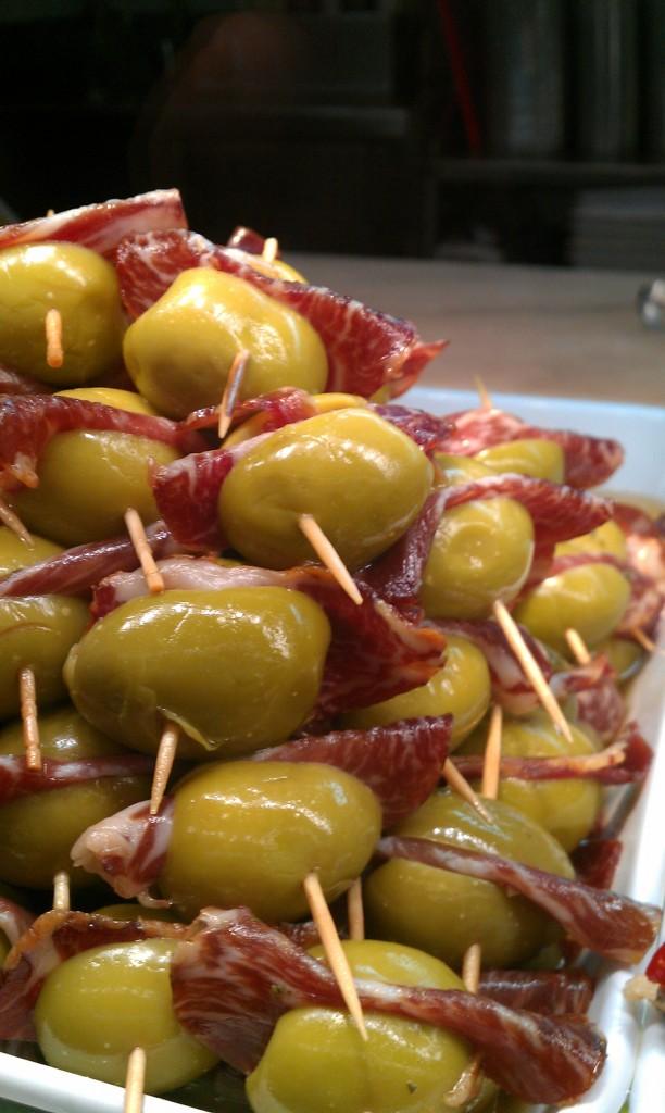 olivas con jamón iberico