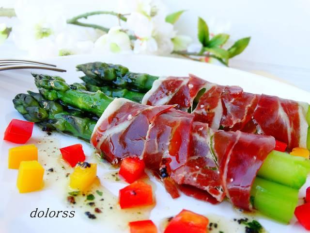 Suuri resepti Bellota kinkun ja vihreää parsaa